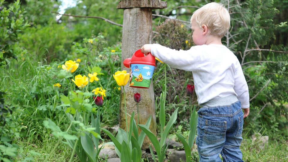 10 Gardening Ideas For Entertaining Toddlers Kinderling Kids Radio